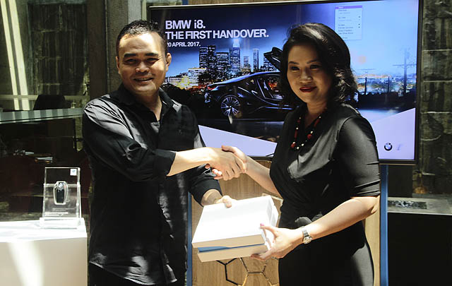 BMW Serah Terima 'The One & Only' BMW i8 Protonic Red di Indonesia