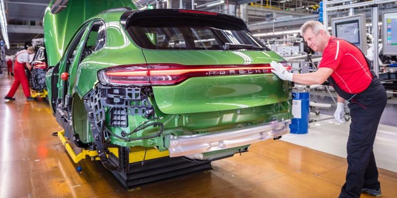 Produksi New Porsche Macan 420 Unit Perhari