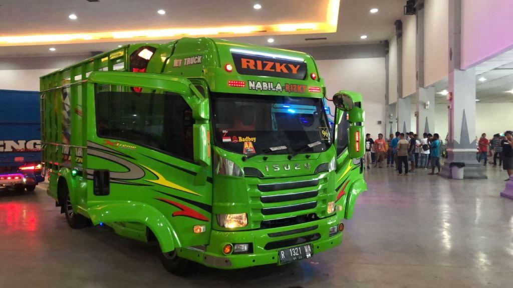 Modifikasi Isuzu Elf NMR 71 Eksis di Jogja Truck Festival 2018