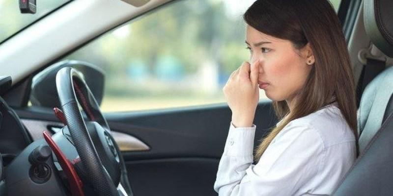 Cara Hilangkan Bau Bensin di Dalam Kabin Mobil