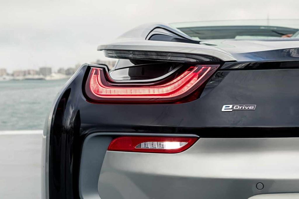 BMW i8 Pertahankan International Engine of the Year