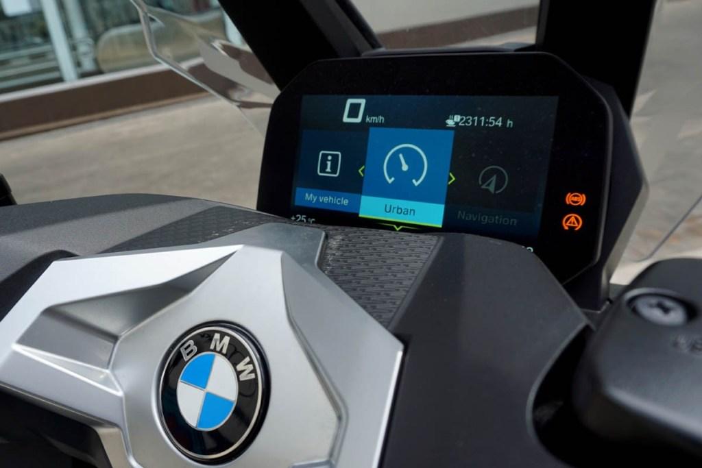 BMW C400X, Skutik Bergaya Futuristik