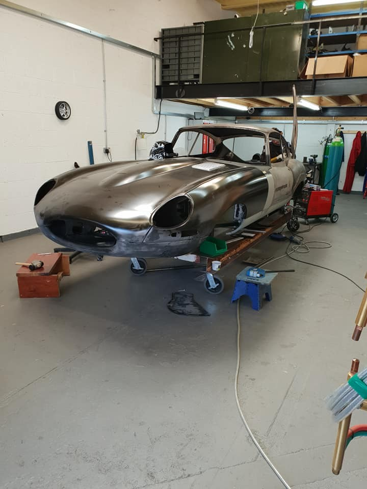 Evolution E-Type Spesialis Pembuat Jaguar E-Type