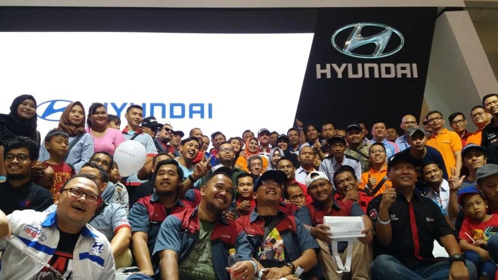 Hadir di GIIAS 2019, Hyundai H-1 Temani Sam Lowes Selama di Jakarta