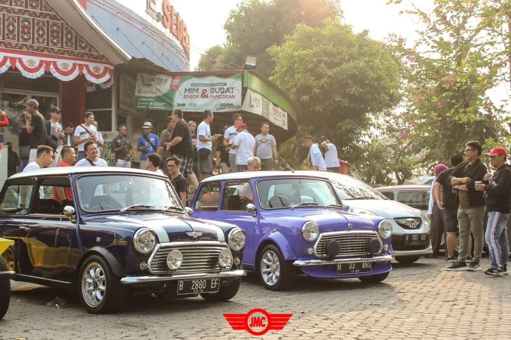 Ratusan Mobil Mini Serbu IMD 2 di Bandung