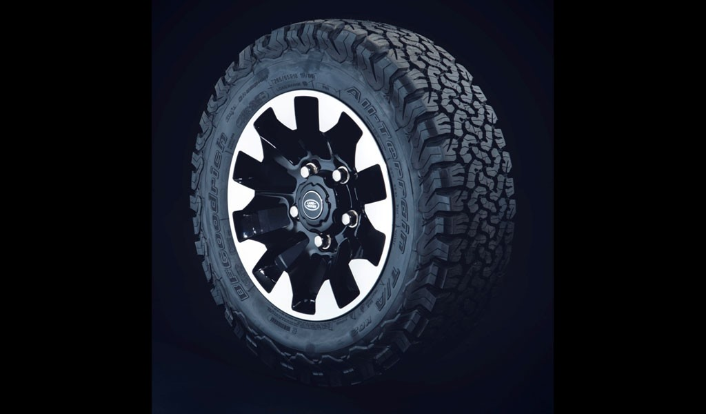 Land Rover Defender Lawas Mau Serasa Works V8 - 70th Edition?