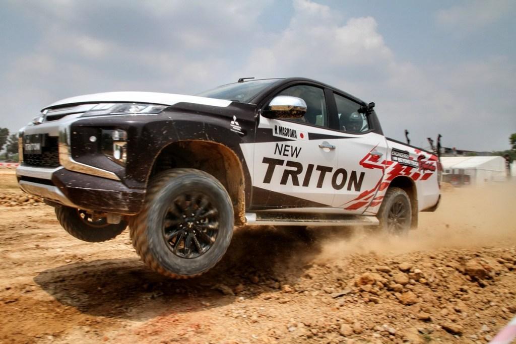 Uji Ketangguhan New Triton di Pekanbaru