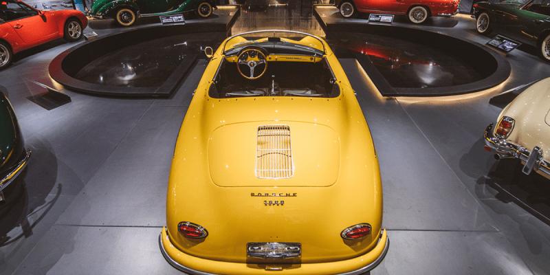 Beragam Koleksi Mobil Klasik di Sanhe Classic Car Museum