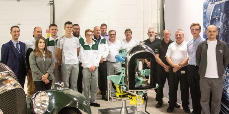 Mesin Bersejarah Bentley No.212 Dihidupkan Karyawan Magang