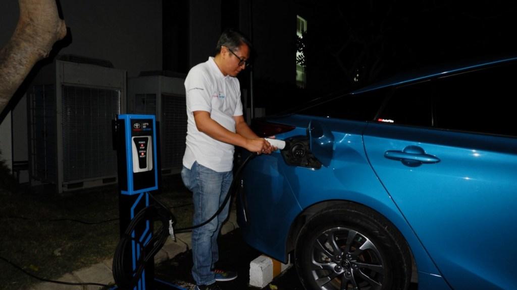 Mobil Elektrifikasi Toyota Mulai Diuji dari Banyuwangi ke Bali