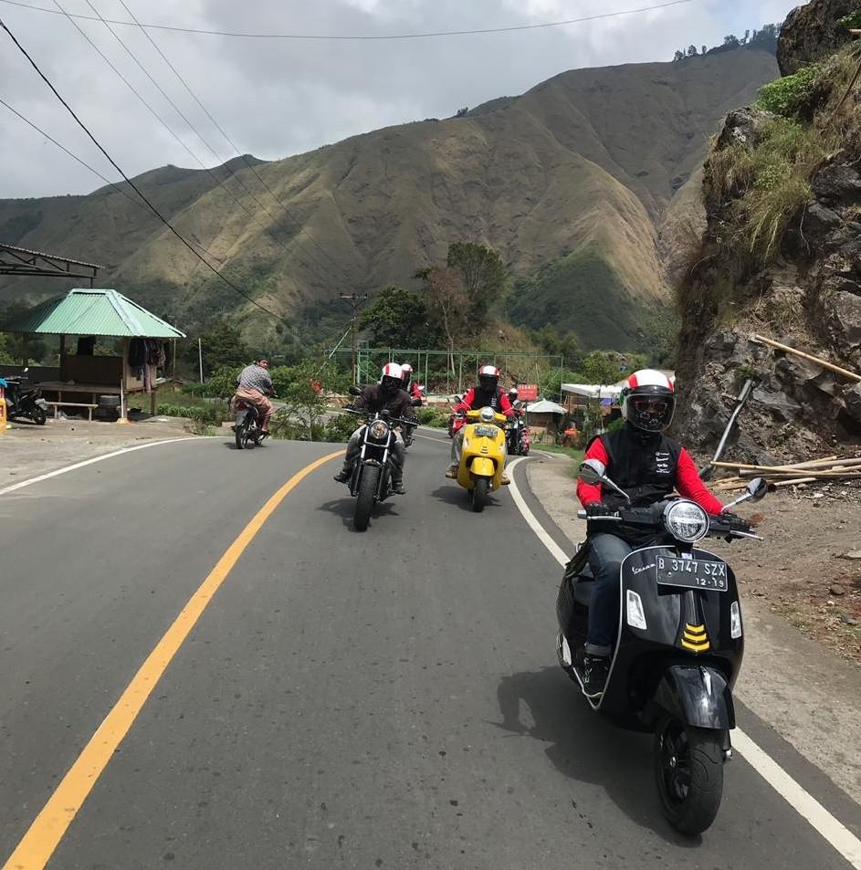 Piaggio, Vespa, Moto Guzzi dan Aprilia Jelajahi Keindahan Lombok