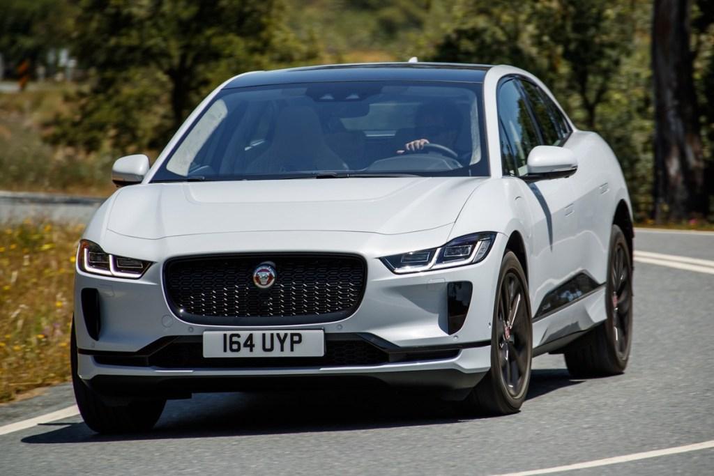 Jaguar I-PACE Raih Penghargaan Sebagai SUV Terbaik