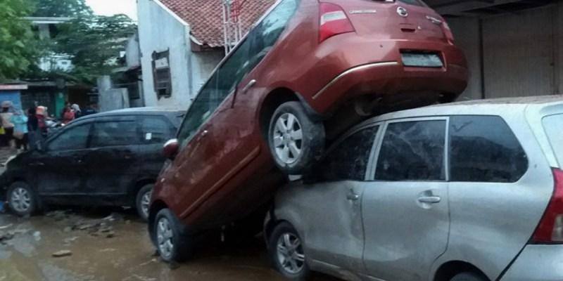 Tips Merawat Mobil Pasca Terkena Banjir