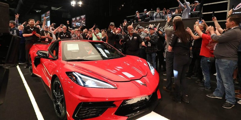 Unit Pertama Corvette Stingray Terbaru Laku Dilelang 3 Juta Dolar!