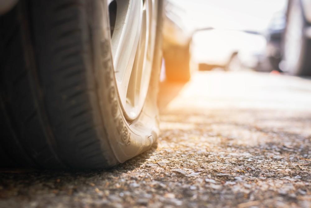 Hati-hati, Inilah Penyebab Ban Mobil Mudah Pecah