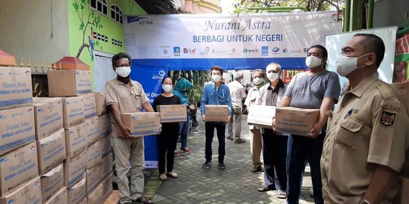 Asuransi Astra Salurkan Sembako Senilai Rp 2 Miliar