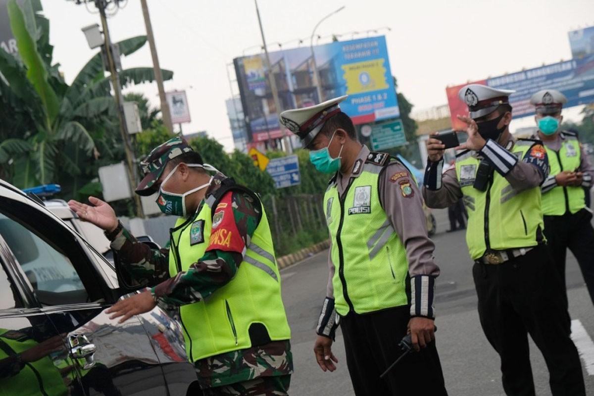 PPKM Diperpanjang, Penyekatan Dilakukan di 100 Titik Jalanan Ibukota