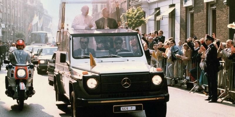 40 Tahun Mercedes-Benz G-Class Popemobile