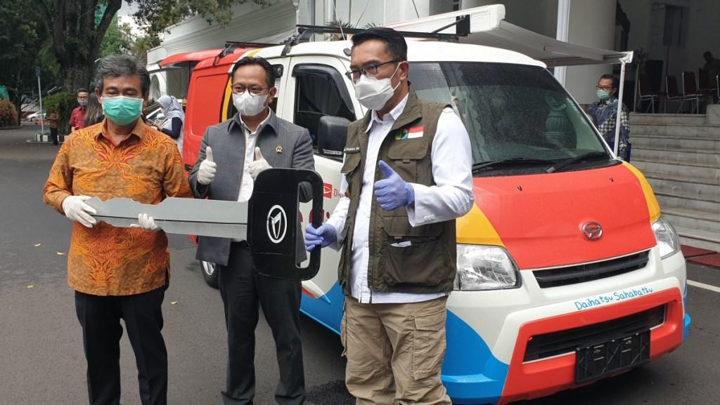 Daihatsu Donasikan Mobil Klinik Gran Max ke Pemprov Jawa Barat