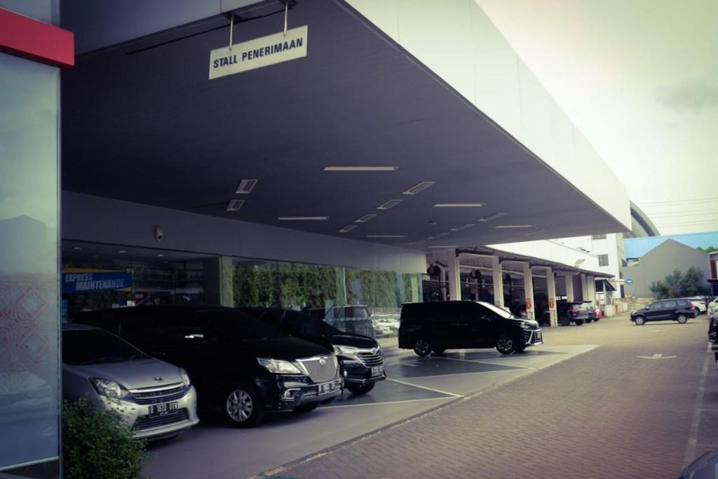 'Pit Stop Service' di Auto2000 Kelapa Gading, Tanpa Turun Dari Mobil