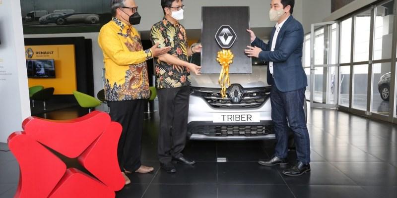 Renault Triber RXZ AMT Dipilih Sebagai Kendaraan Operasional Bank DBS
