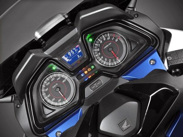 Honda Forza 150 Sudah Dibandingkan Dengan Yamaha NMax