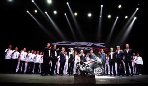 Jajaran direksi AHM berfoto bersama Product Development Team All New Honda CBR250RR disela launching All New Honda CBR250RR. Model global ini resmi diperkenalkan perdana di Indonesia dan dikembangkan serta diproduksi langsung oleh Putra bangsa di pabrik AHM Karawang.