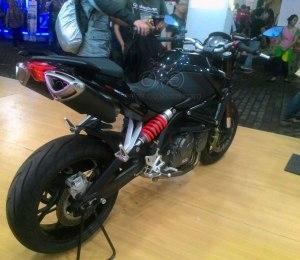 Benelli BN600 black kanan belakang