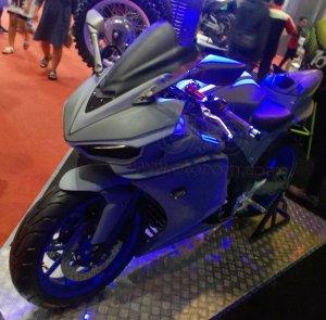 Yamaha R25 V-Rossi Depan kiri