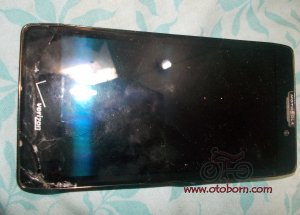 motorola-droid-razr-maxx-hd-cracked-dscn4989