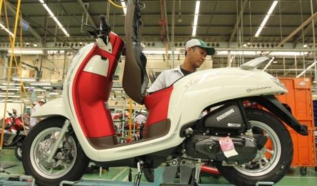 Warna Baru Honda Scoopy Merah Putih Mengaspal di Indonesia Banget Harga 19 Jutaan