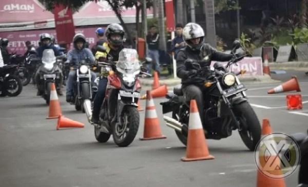 Konsumen Bigbike Belajar Safety Riding