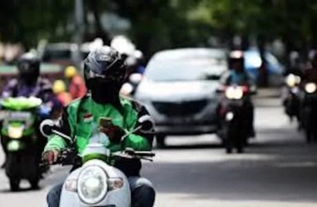 Tips Berkendara Aman Saat Beraktivitas di Jalan Raya