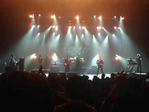 シルクハットのデヴィッド・ペイチ、歌ってます:TOTOのライブを東京エレクトロンホール宮城で観る