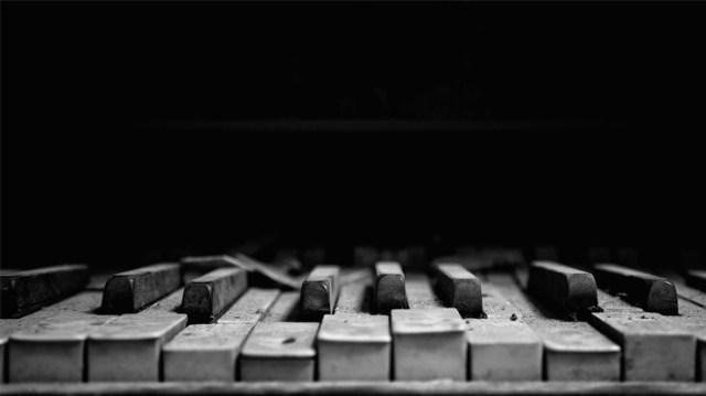 朽ちたピアノ