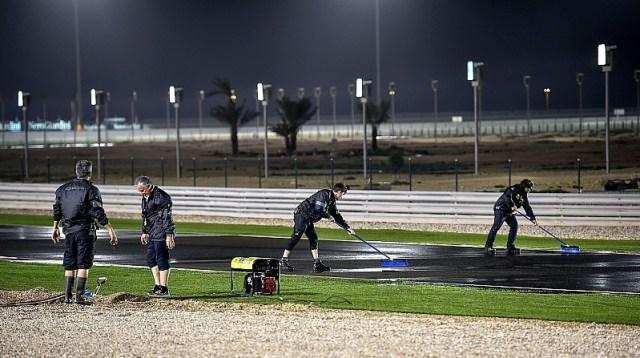 motogp-qatar-gp-2017-track-drying
