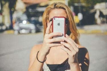 自撮りのコツ!角度や目線・小顔に写るコツを知って可愛く撮ろう