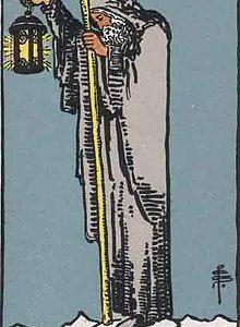 タロットカード「9:隠者 」の意味と解釈【恋愛・復縁・片思い占い方法】