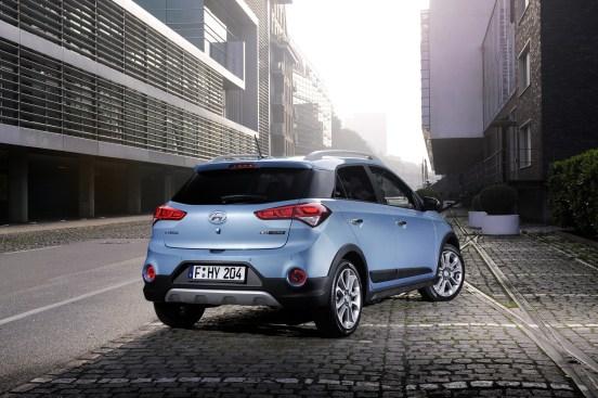Hyundai i20 Active Arka