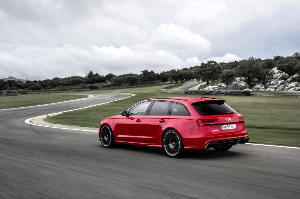 Audi RS 6 Avant    Fahraufnahme    Farbe: Misanorot    Verbrauchsangaben Audi RS 6 Avant 4.0 TFSI quattro:Kraftstoffverbrauch kombiniert in l/100 km: 9,6;CO2-Emission kombiniert in g/km: 223