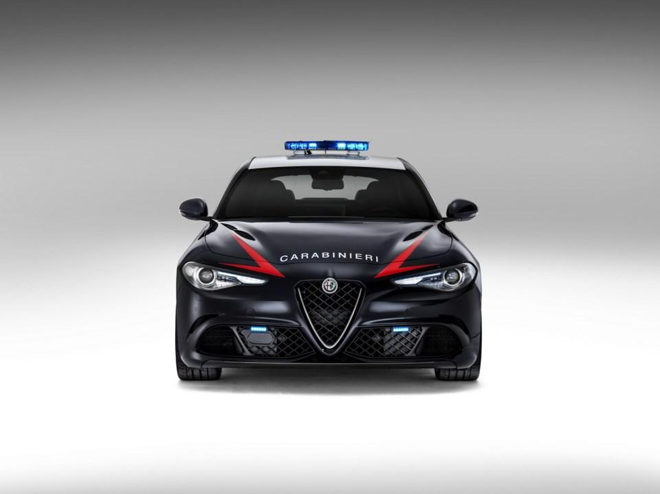 İtalyan Polisinin Yeni Otomobili - Foto Galeri | Otomobilkolik