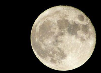 豊満な満月の写真