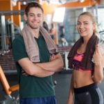 共に身体を鍛え抜く男女のイメージ
