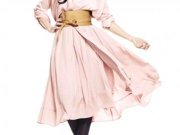 ララスリムを着用しているお洒落なモデルさんの画像