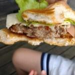 炭火で焼く絶品手作りハンバーガーはバーベキューで子供が喜ぶおすすめメニュー!