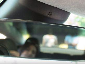 Prečo boli v automobiloch Tesla zabudované kamery?