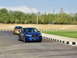 Nagdala si Tatar ng isang Test Drive kasama ang Domestic Car ng TRNC na GÜNSEL B9
