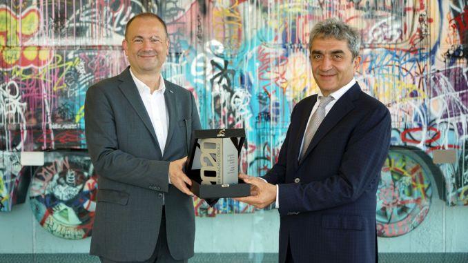 Karsan Oibnin received the Gold Export Award