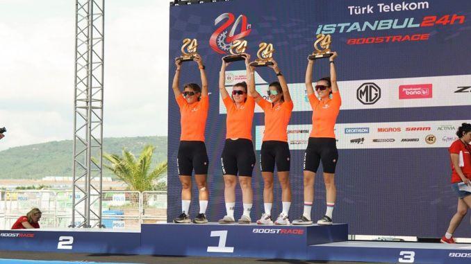 a equipe feminina de ciclismo da Suzuki venceu o turk telekom istanbul h boostrace