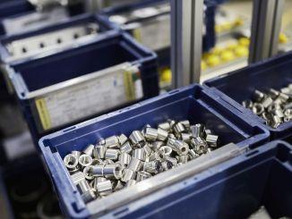 Vienkartinė kartoninė dėžė sukelia atliekų automobilių pramonėje